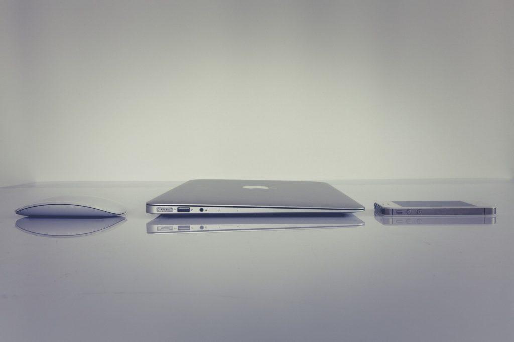 Macと周辺機器の写真